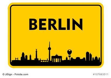 Berlin Skyline und Ortsschild